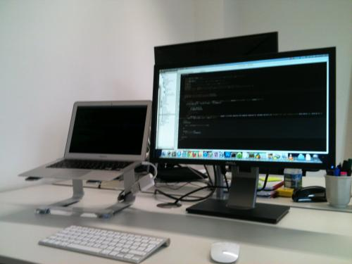 macbook air 13 inch set up as dual monitor workstation